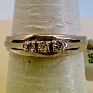 Jewelry - 14K White Gold Lady's Diamond Vintage Fashion Ring